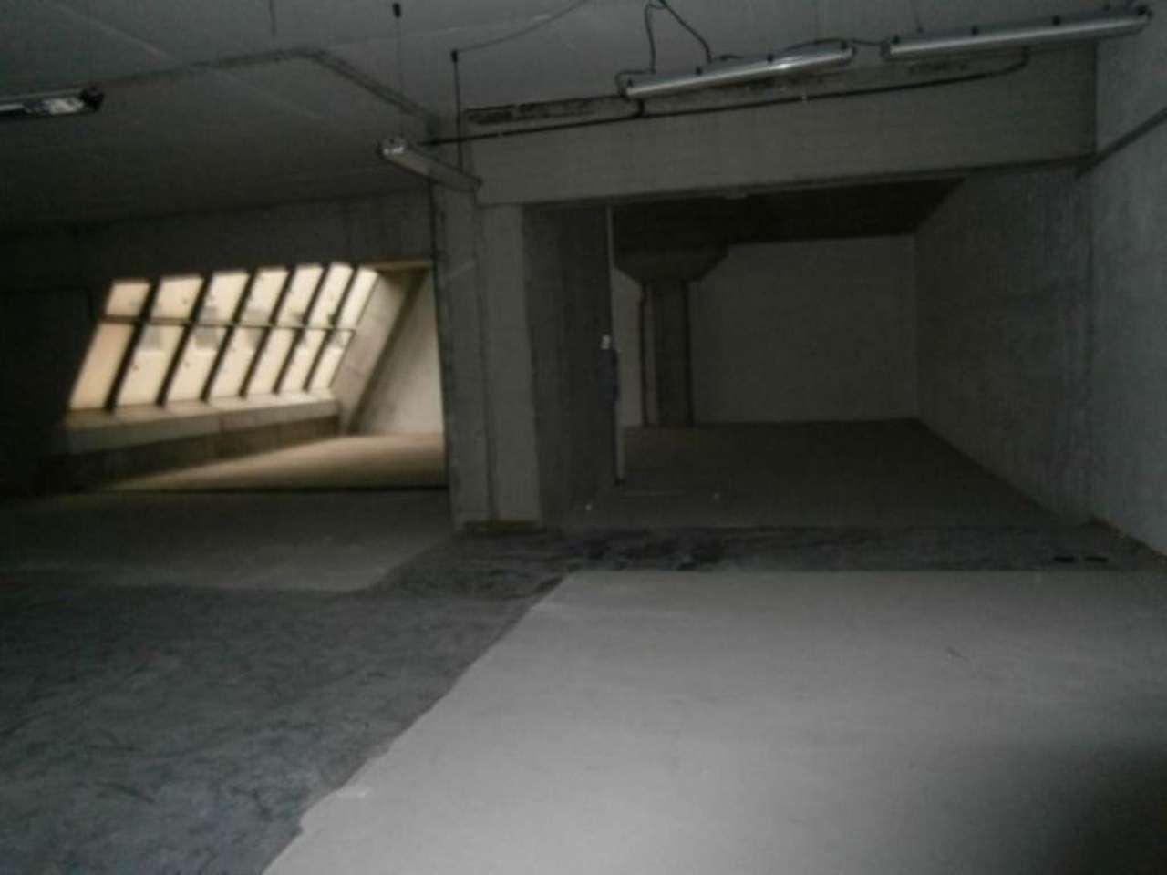 Laboratorio in Vendita a Genova Semicentro Ovest: 5 locali, 620 mq
