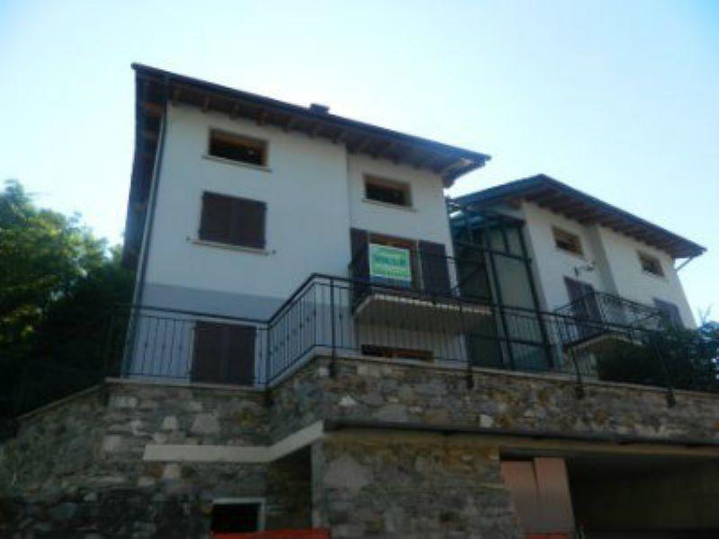Villa Bifamiliare in Vendita a Sondrio