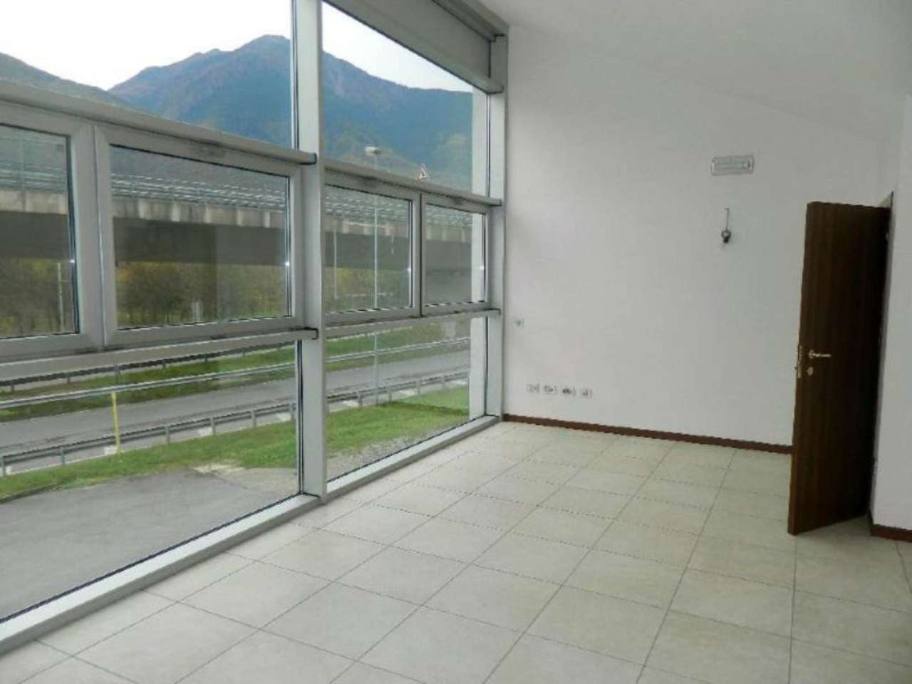 Ufficio / Studio in affitto a Sondrio, 2 locali, prezzo € 450 | CambioCasa.it