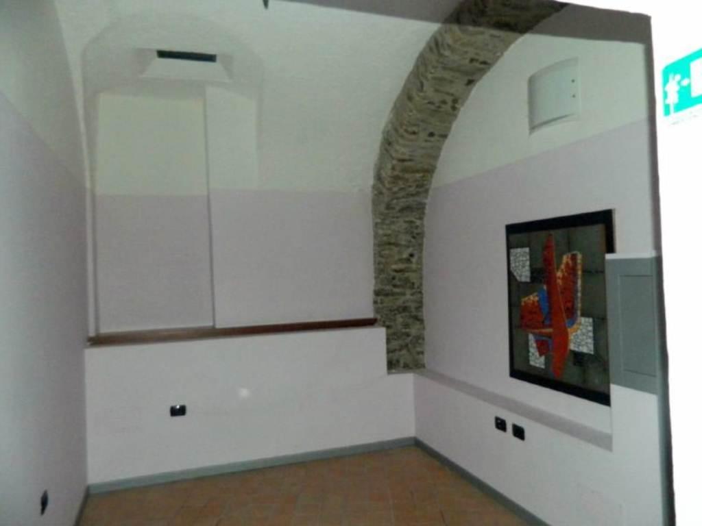 Negozio / Locale in affitto a Sondrio, 2 locali, prezzo € 750 | CambioCasa.it