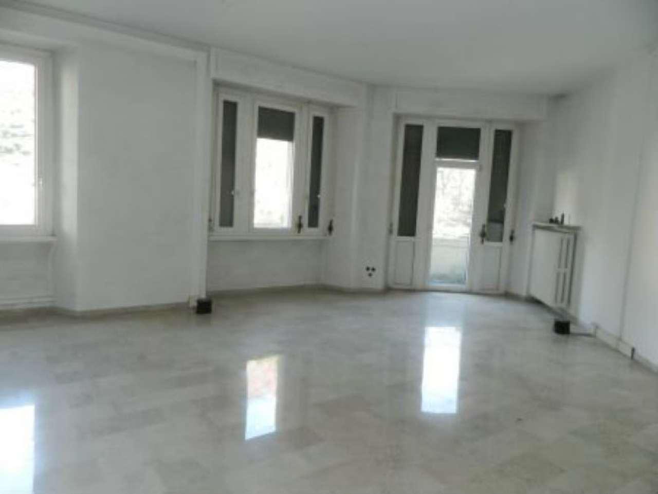 Ufficio / Studio in affitto a Sondrio, 3 locali, prezzo € 900 | CambioCasa.it