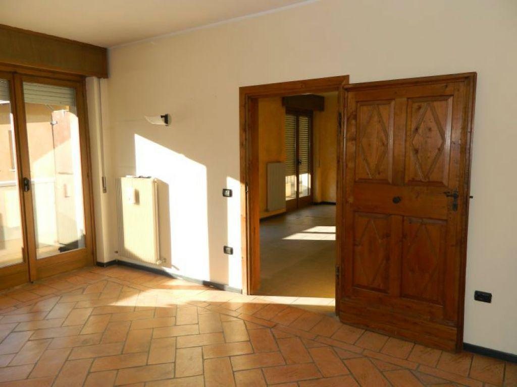 Ufficio / Studio in affitto a Sondrio, 2 locali, prezzo € 380 | CambioCasa.it