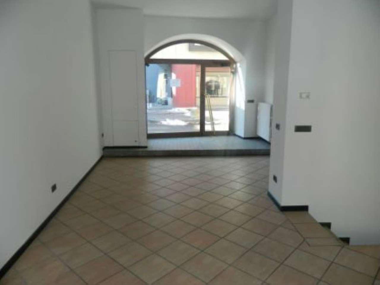 Negozio / Locale in affitto a Sondrio, 2 locali, Trattative riservate | CambioCasa.it