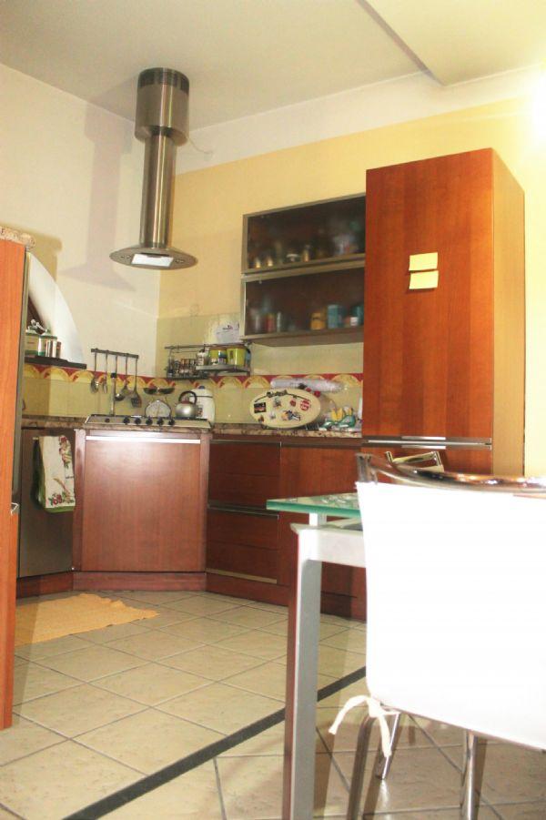 Soluzione Indipendente in vendita a Marigliano, 3 locali, prezzo € 100.000 | Cambio Casa.it