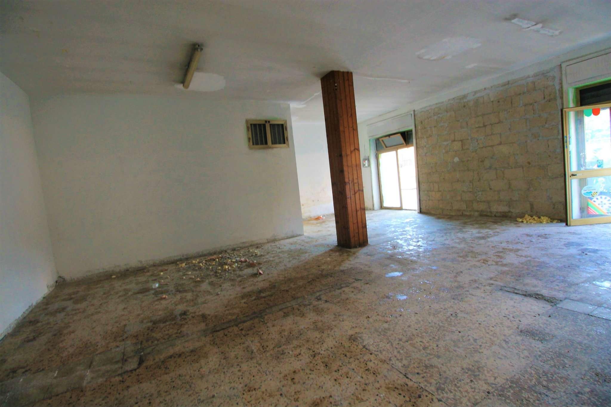 Negozio / Locale in affitto a Saviano, 2 locali, prezzo € 600   CambioCasa.it