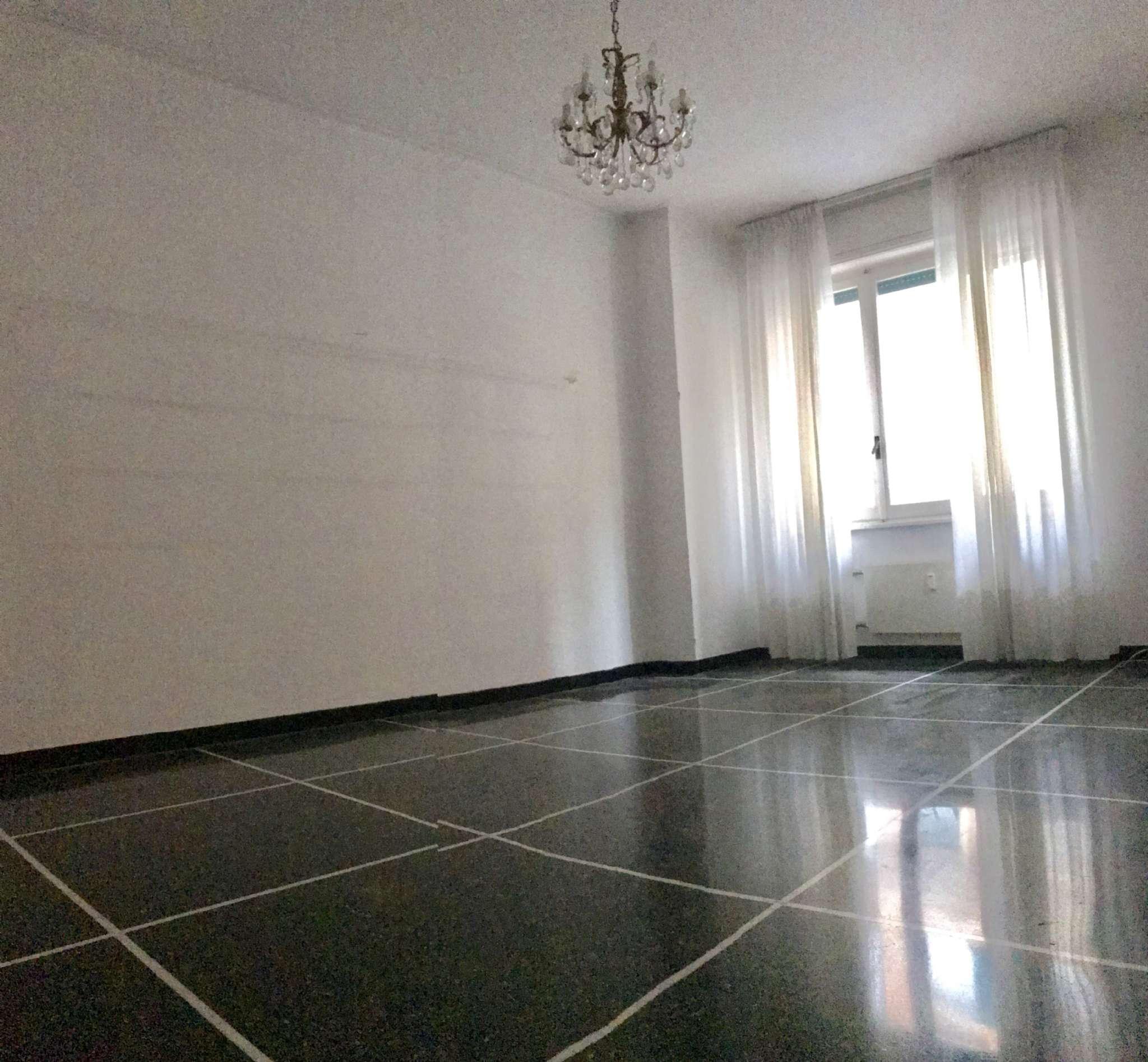 Appartamento in Affitto a Genova Centro: 5 locali, 85 mq