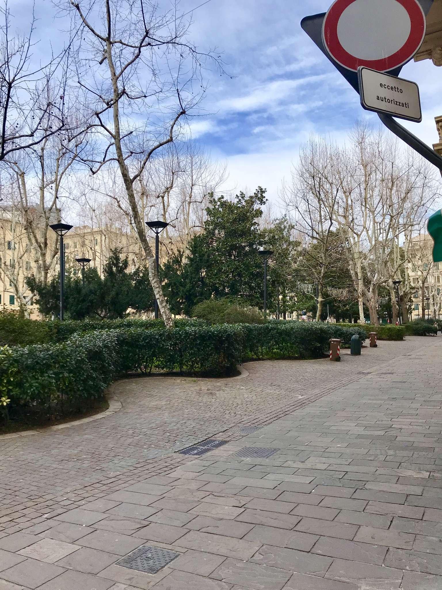 Negozio-locale in Affitto a Genova Centro: 60 mq