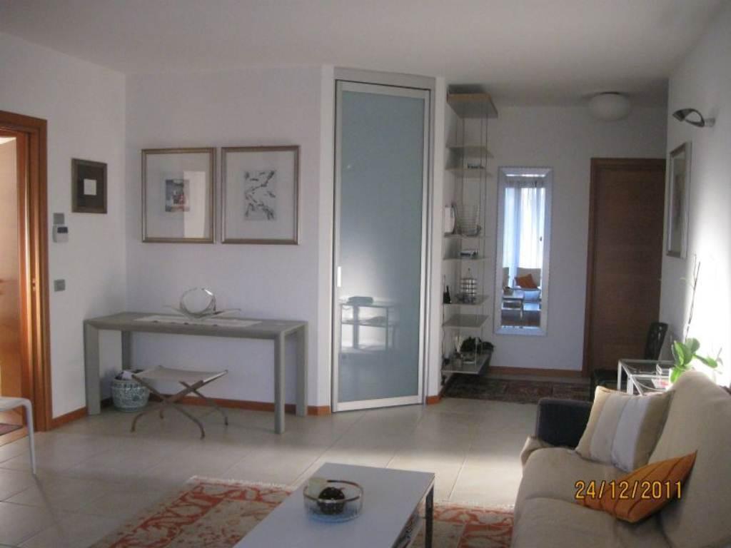 Appartamento in vendita a Bosisio Parini, 3 locali, prezzo € 245.000   Cambio Casa.it