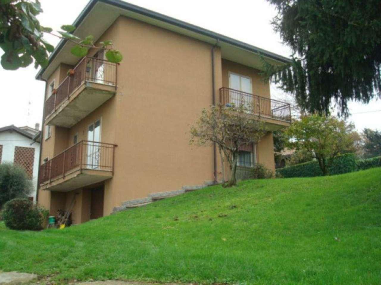 Soluzione Indipendente in vendita a Monticello Brianza, 6 locali, prezzo € 200.000 | Cambio Casa.it