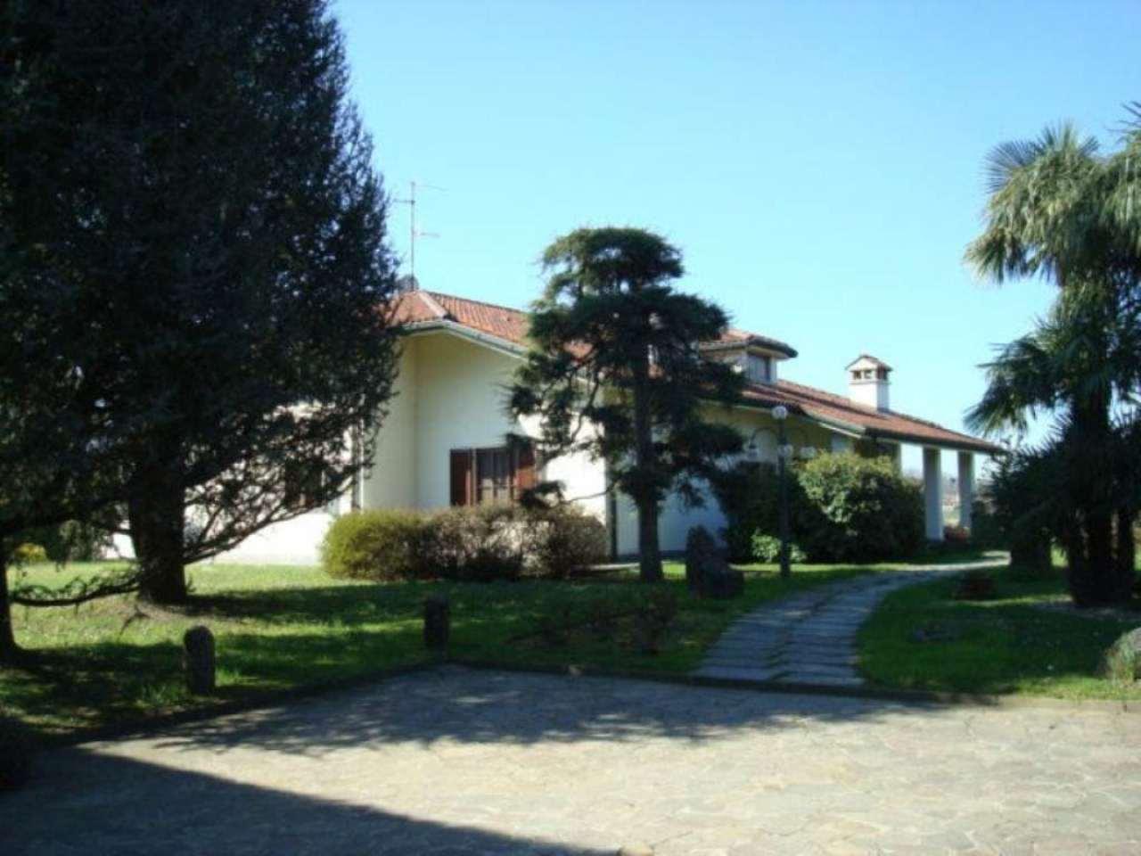 Villa in vendita a Sirone, 14 locali, Trattative riservate | Cambio Casa.it