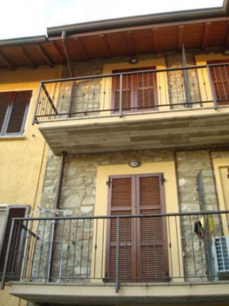 Appartamento in vendita a Colle Brianza, 3 locali, prezzo € 140.000 | Cambio Casa.it