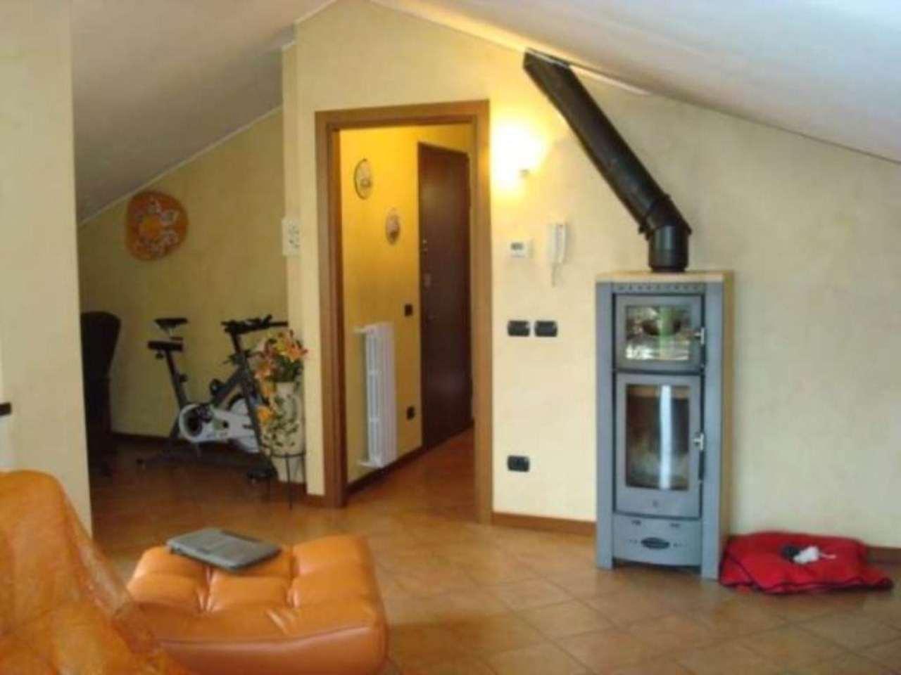 Attico / Mansarda in vendita a Castello di Brianza, 4 locali, prezzo € 200.000 | Cambio Casa.it