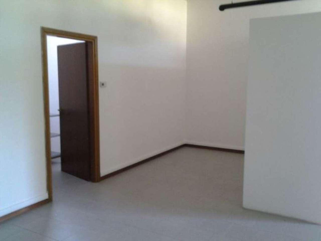 Ufficio / Studio in affitto a Molteno, 2 locali, prezzo € 500 | Cambio Casa.it