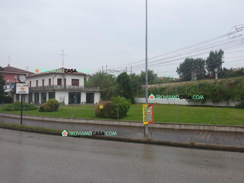 Negozio / Locale in affitto a Cattolica, 4 locali, prezzo € 2.500   CambioCasa.it