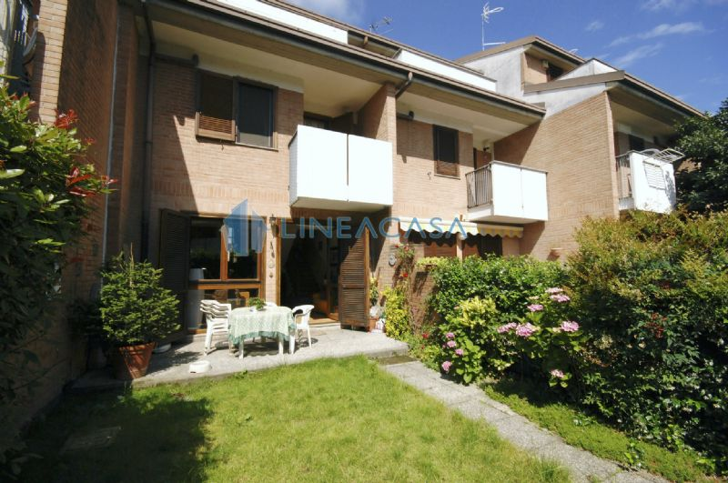 Villa a Schiera in vendita a Zibido San Giacomo, 4 locali, prezzo € 218.000 | CambioCasa.it