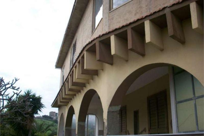 Villa in vendita a Porto Empedocle, 5 locali, prezzo € 150.000 | Cambiocasa.it