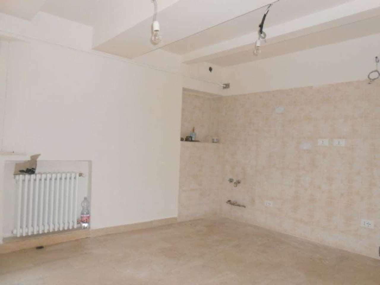 Appartamento in vendita a Zola Predosa, 3 locali, prezzo € 90.000 | Cambio Casa.it