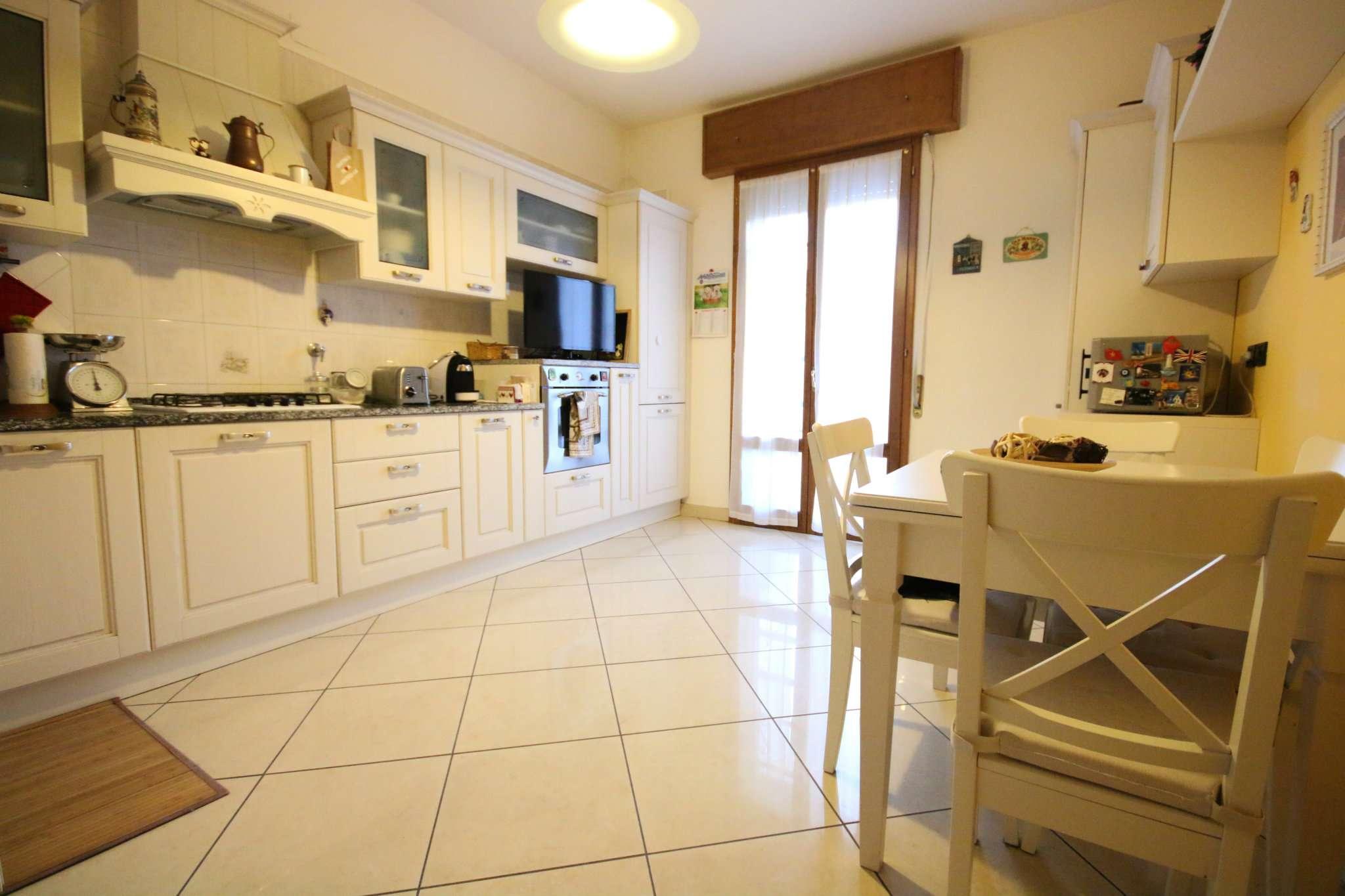 Appartamento in vendita a Casalecchio di Reno, 4 locali, prezzo € 215.000   Cambio Casa.it
