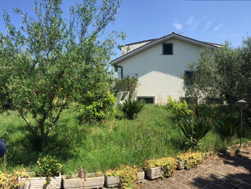 Villa in vendita a Capena, 5 locali, prezzo € 218.000 | Cambio Casa.it