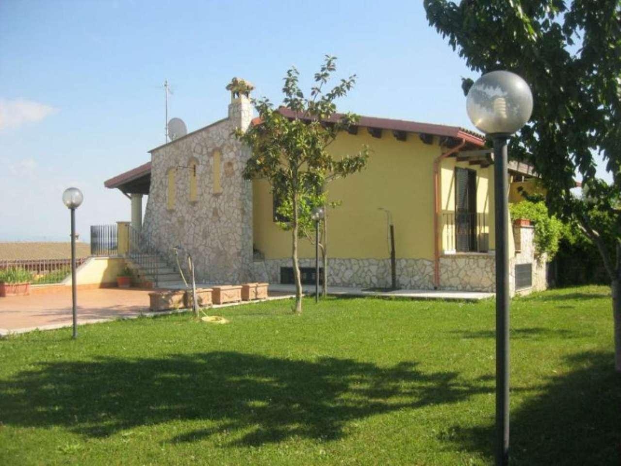 Villa in vendita a Capena, 4 locali, prezzo € 315.000 | Cambio Casa.it