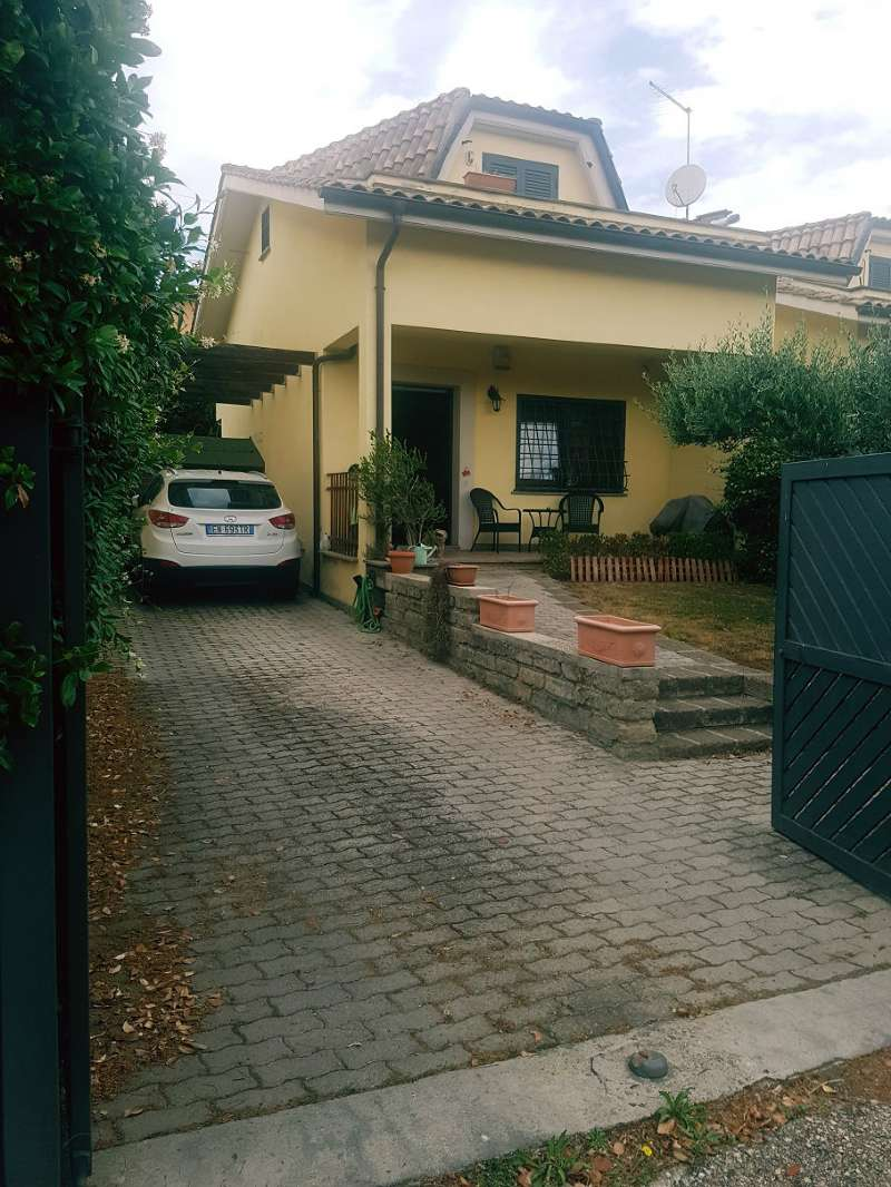 Villa Bifamiliare in vendita a Capena, 4 locali, prezzo € 165.000 | CambioCasa.it