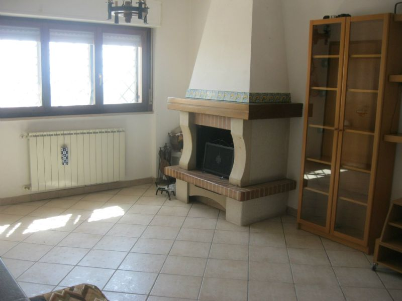 Appartamento in vendita a Capena, 4 locali, prezzo € 150.000   Cambiocasa.it