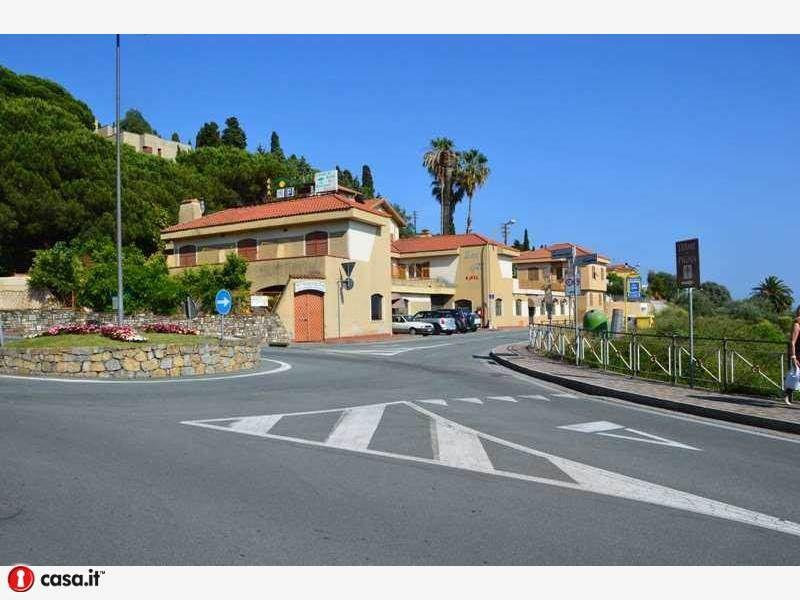 Immobile Commerciale in vendita a Bordighera, 9999 locali, Trattative riservate | Cambio Casa.it