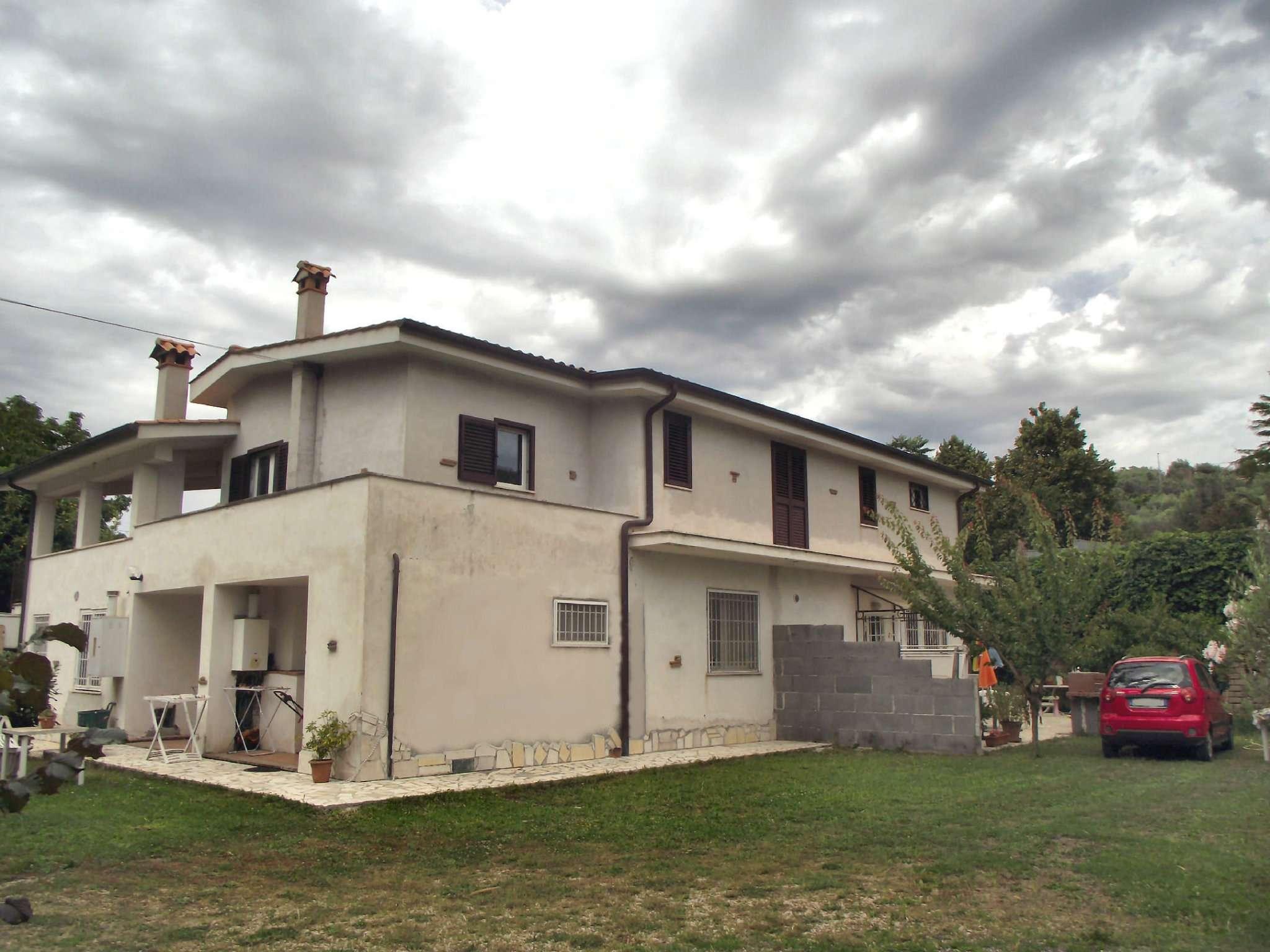 Soluzione Indipendente in vendita a Frascati, 10 locali, prezzo € 469.000 | Cambio Casa.it