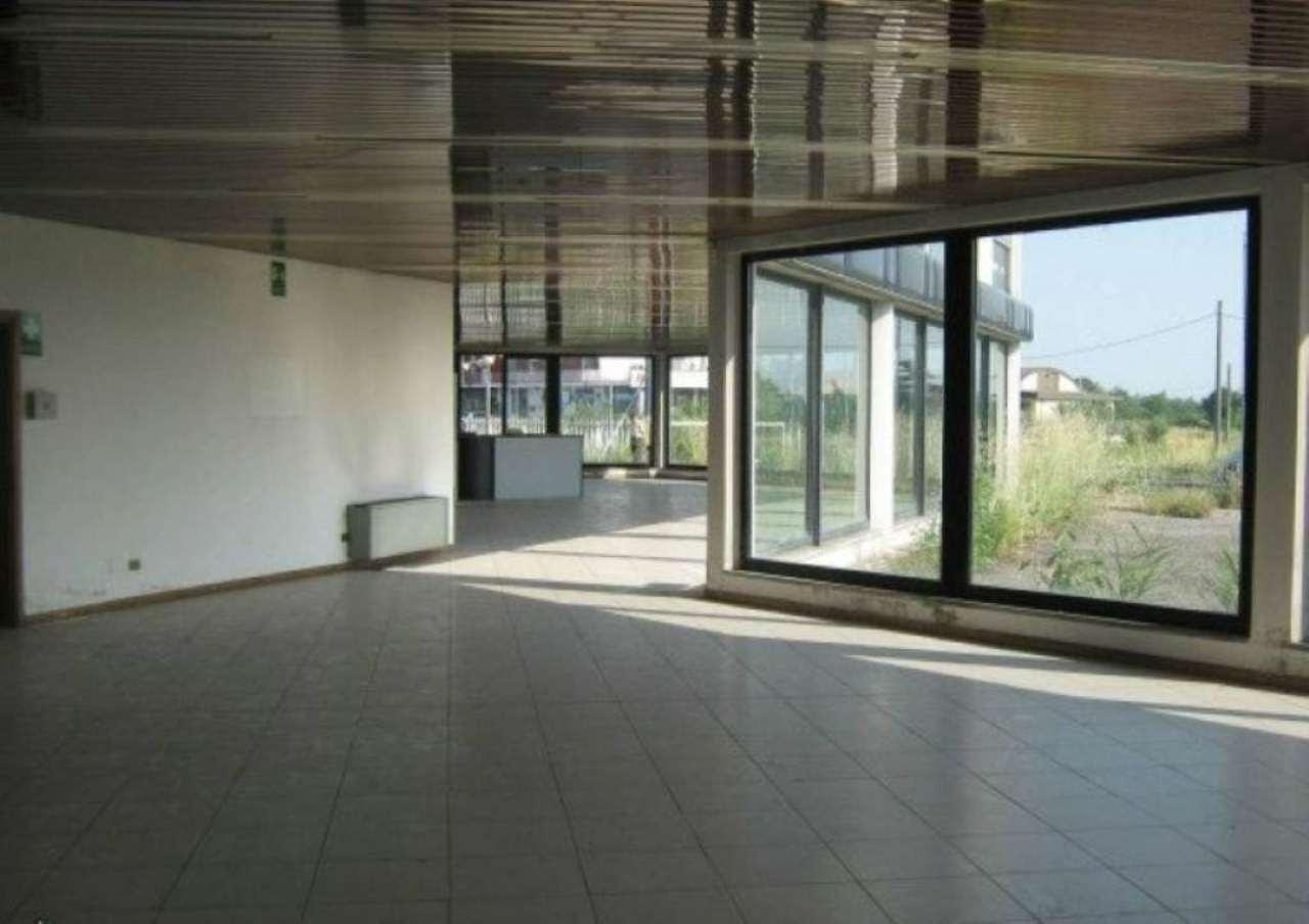 Negozio / Locale in affitto a Inzago, 9999 locali, prezzo € 5.000 | Cambio Casa.it
