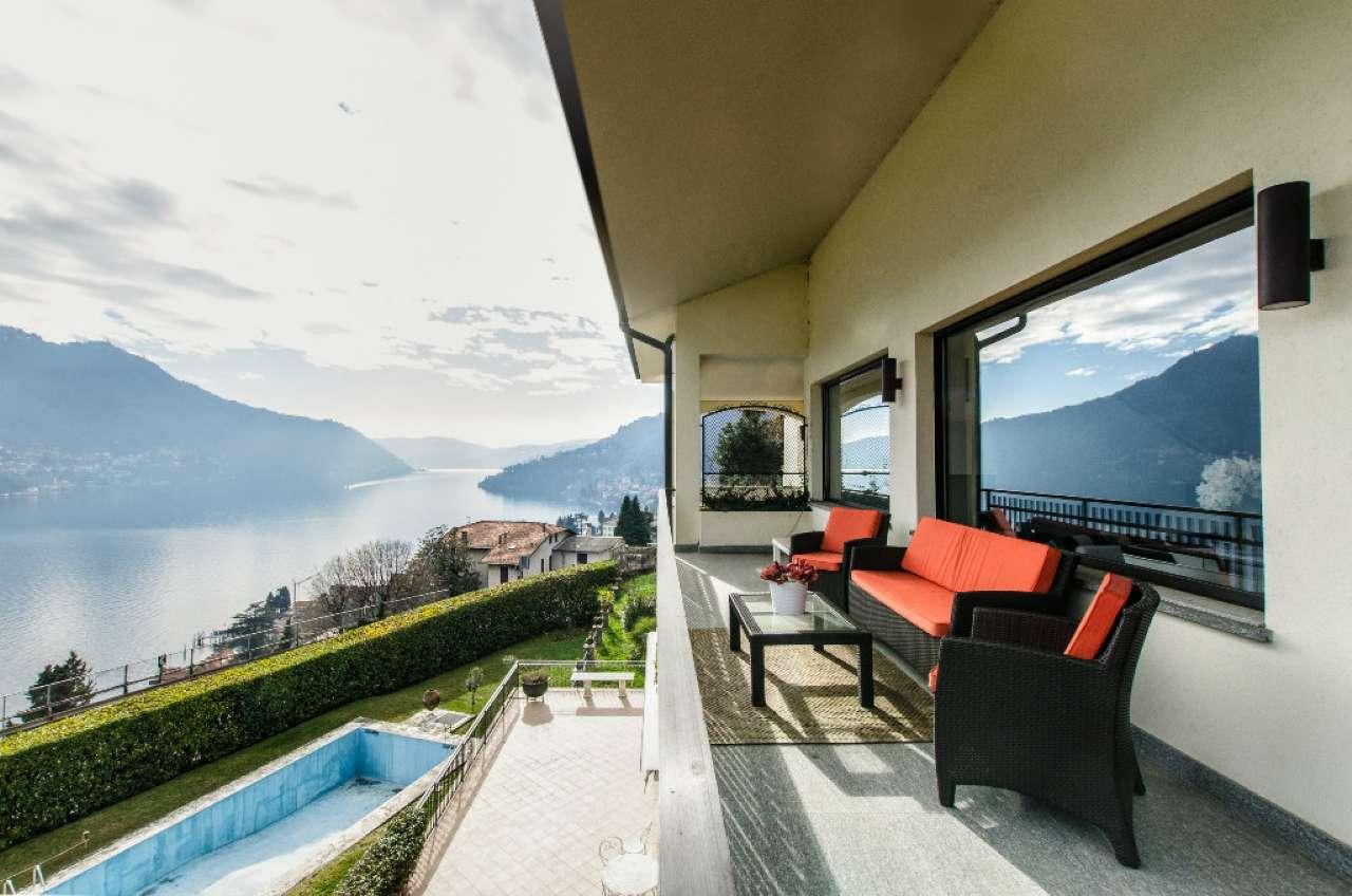 Attico / Mansarda in vendita a Moltrasio, 2 locali, prezzo € 550.000 | CambioCasa.it