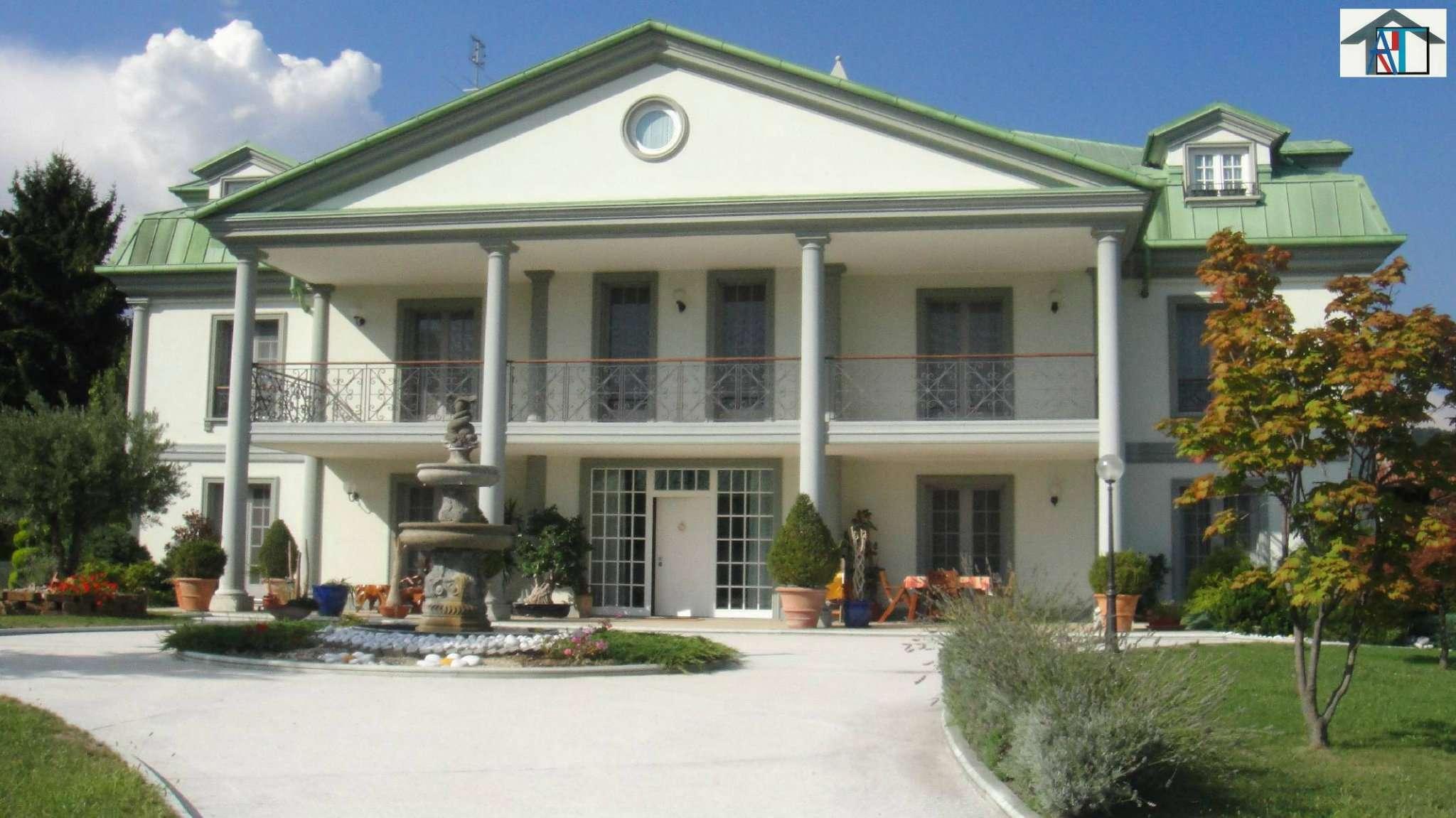 Villa in vendita a Cumiana, 13 locali, Trattative riservate | Cambio Casa.it