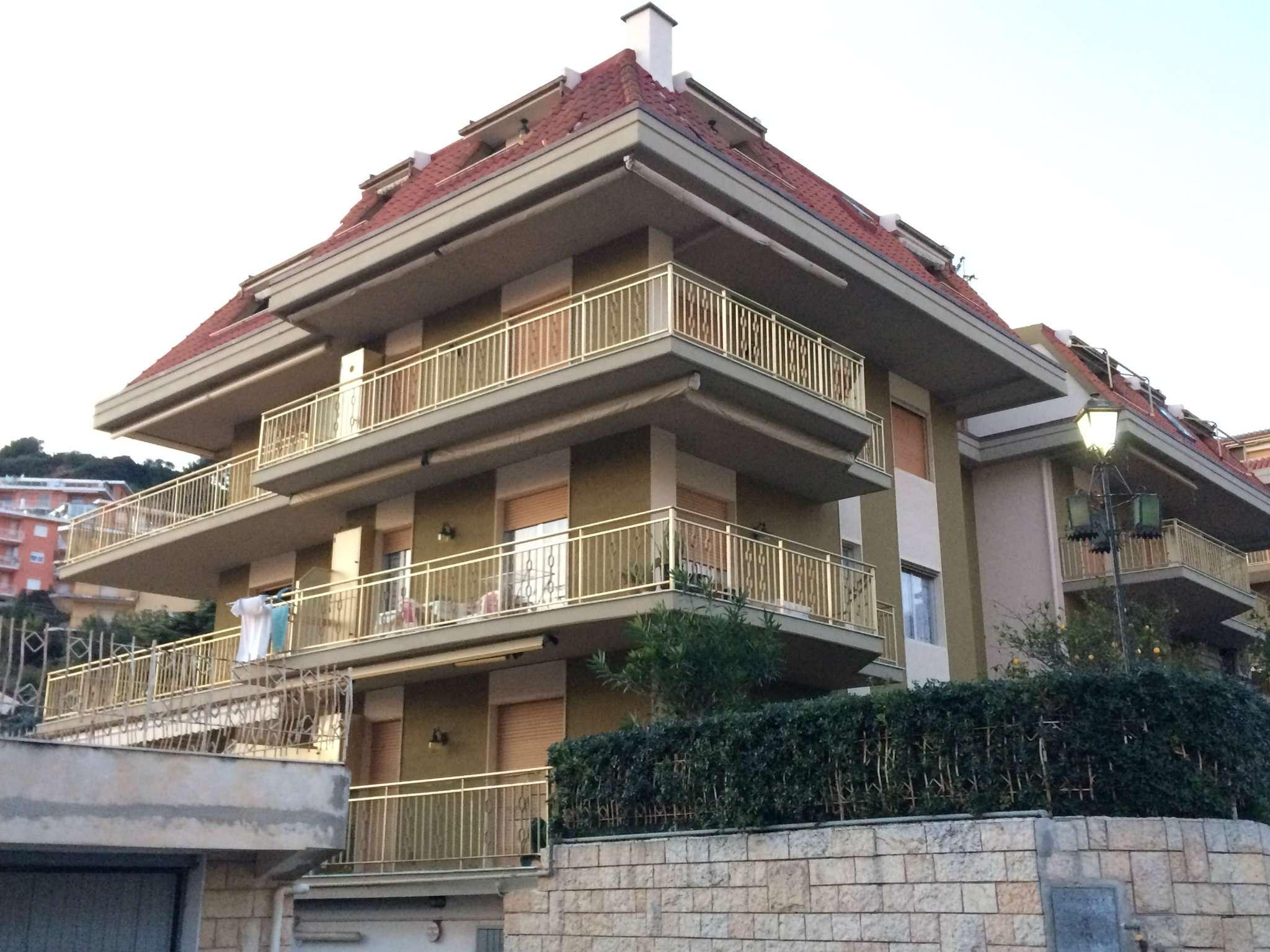 Appartamento in vendita a Riva Ligure, 3 locali, prezzo € 220.000   Cambio Casa.it