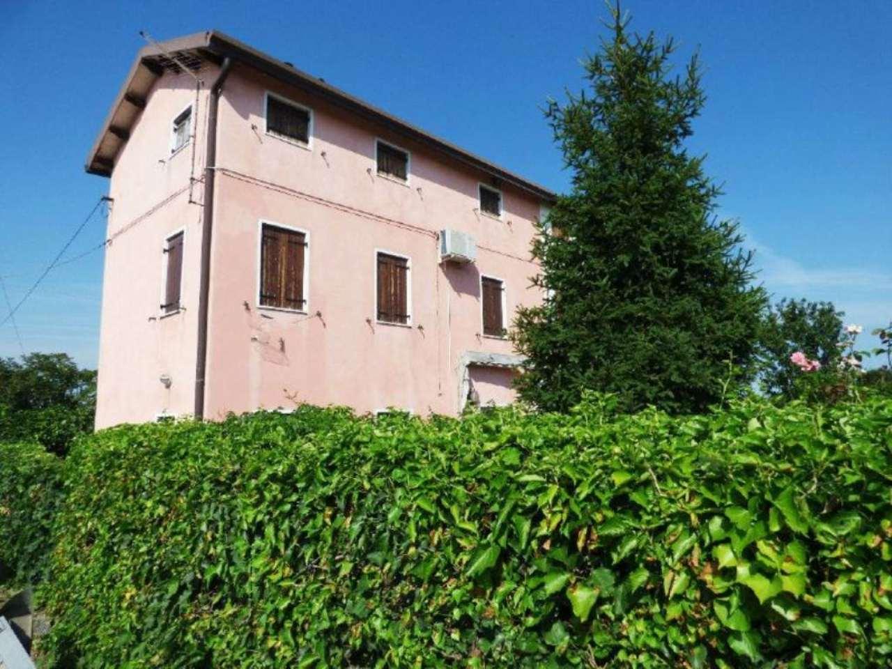 Soluzione Indipendente in vendita a Sant'Angelo di Piove di Sacco, 7 locali, prezzo € 99.000 | Cambio Casa.it