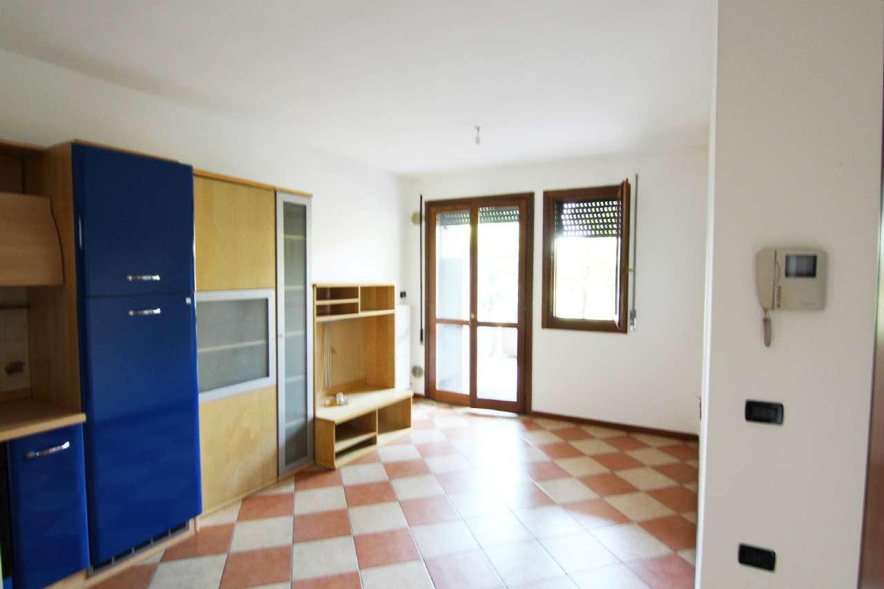 Appartamento in vendita a Ponte San Nicolò, 2 locali, prezzo € 79.000   CambioCasa.it