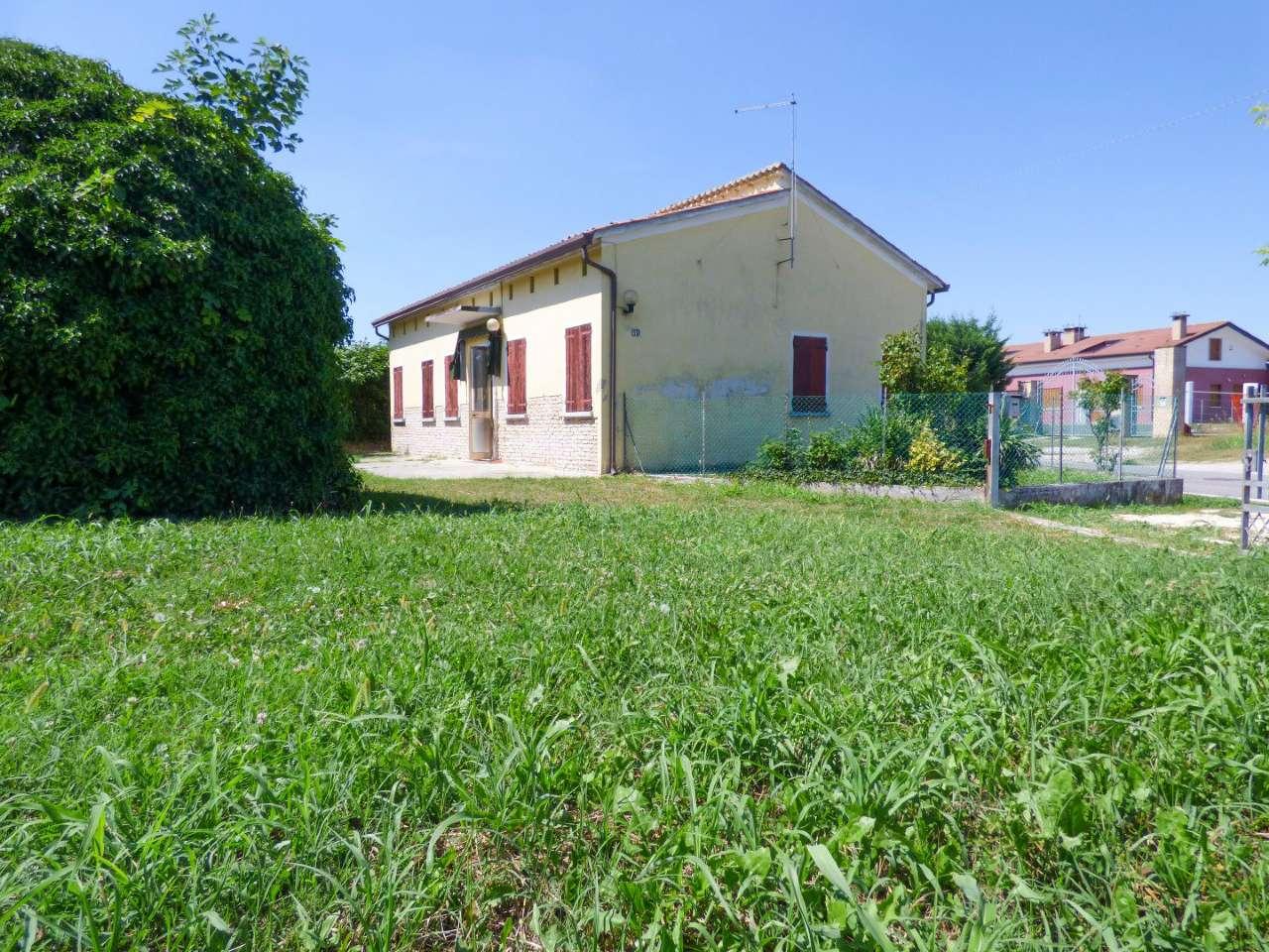 Soluzione Indipendente in vendita a Legnaro, 5 locali, prezzo € 140.000 | CambioCasa.it