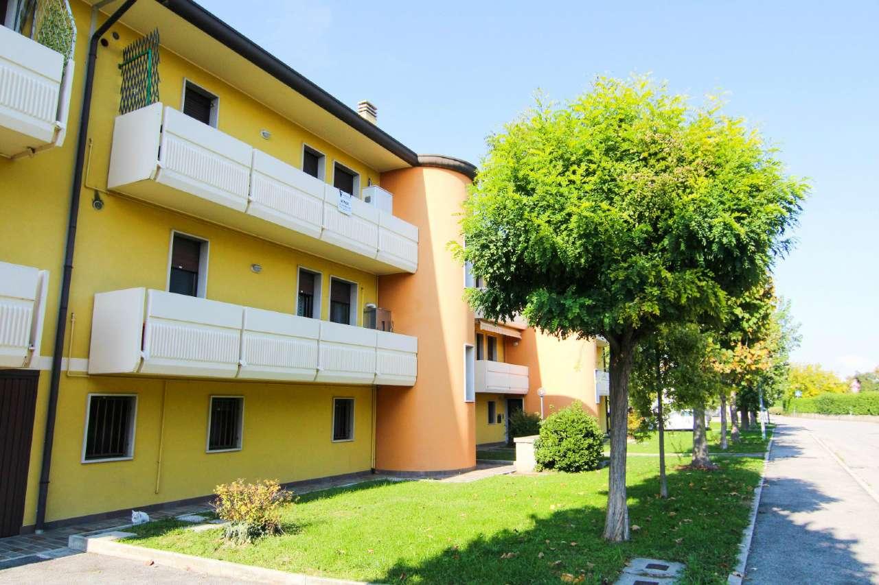 Appartamento in vendita a Sant'Angelo di Piove di Sacco, 4 locali, prezzo € 99.000 | CambioCasa.it