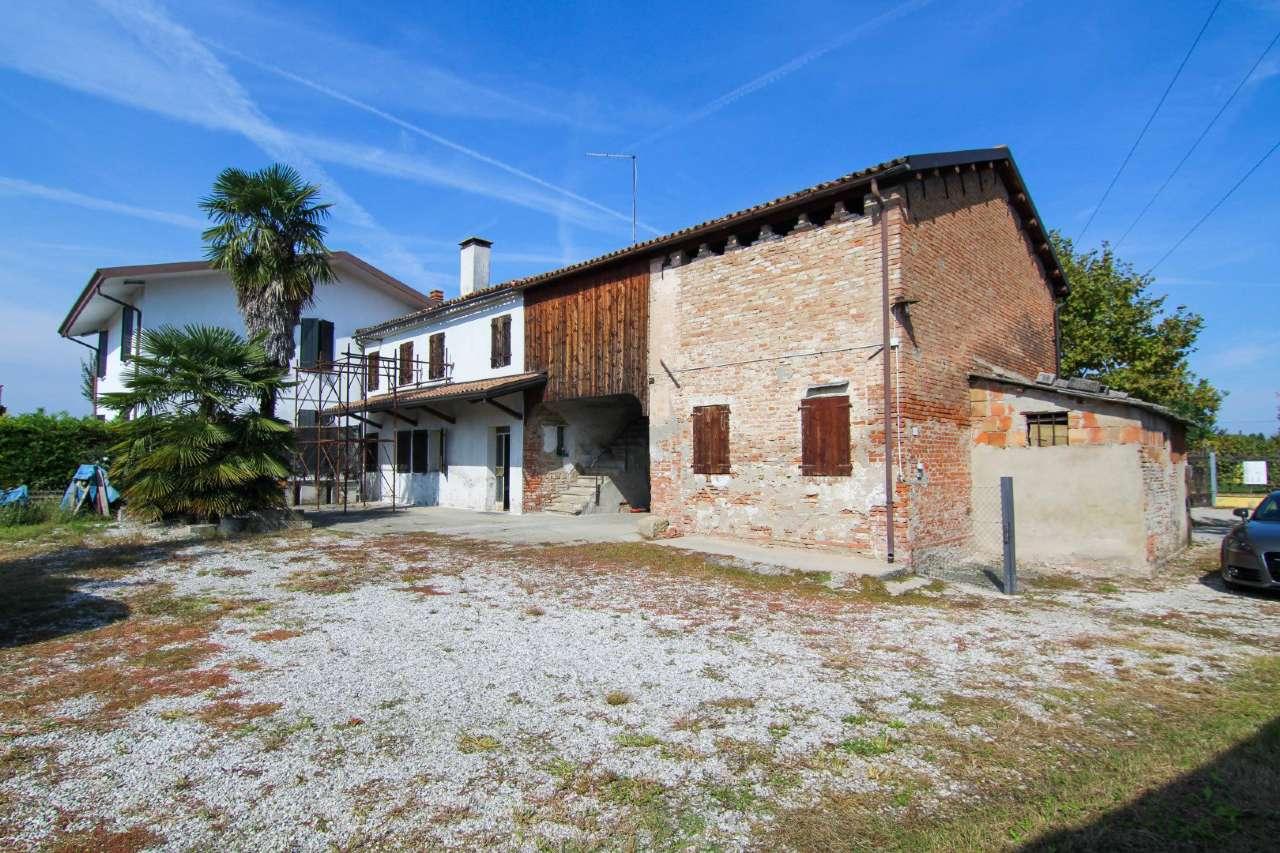Rustico / Casale in vendita a Ponte San Nicolò, 9999 locali, prezzo € 200.000   CambioCasa.it