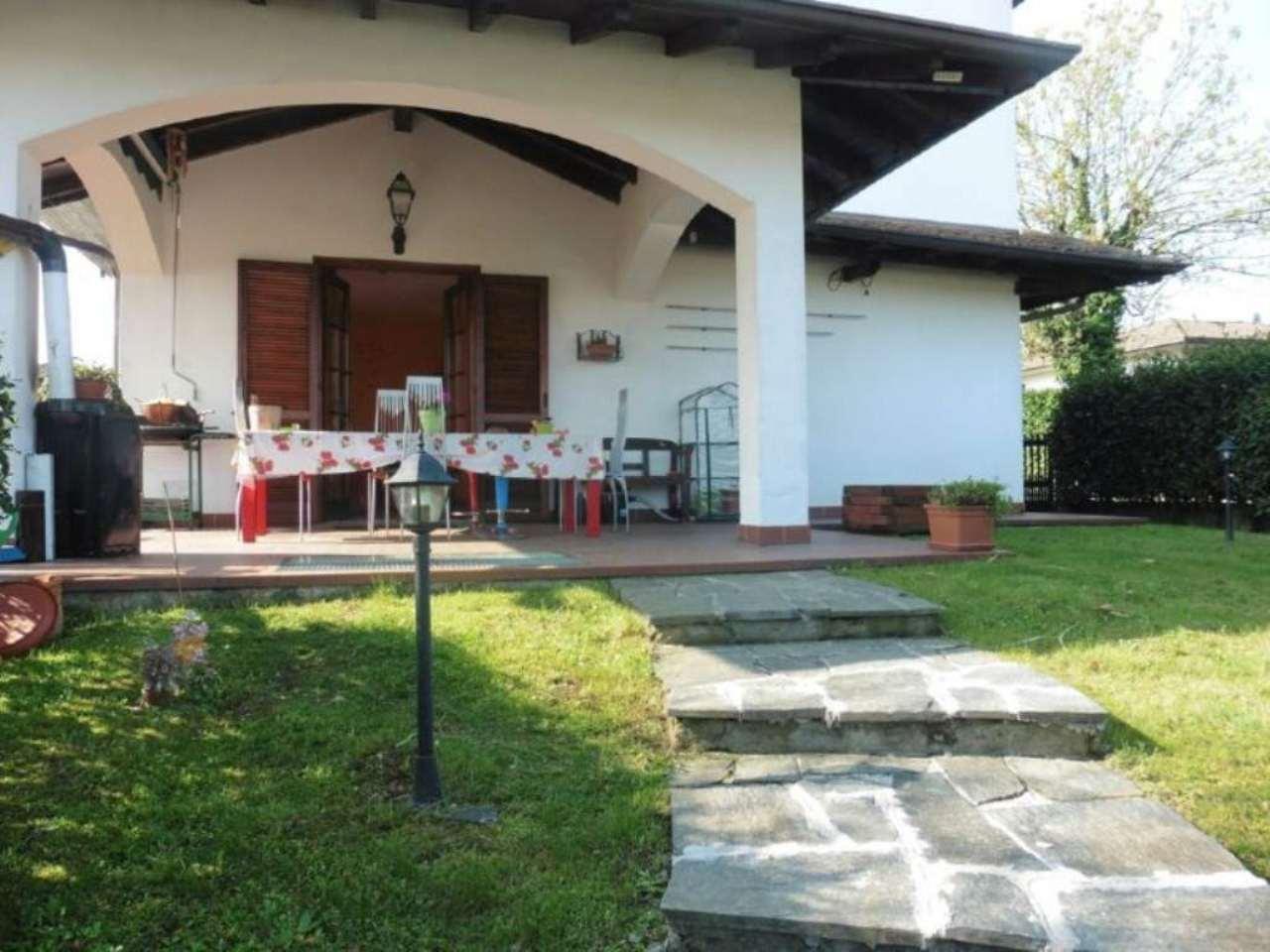 Villa Bifamiliare in vendita a Paruzzaro, 4 locali, prezzo € 195.000 | Cambio Casa.it