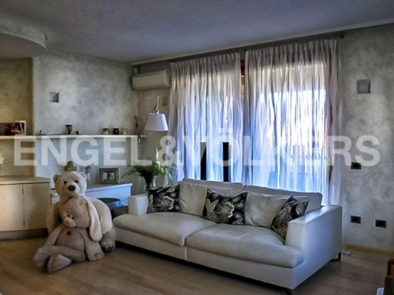 Villa in vendita a Castelletto Sopra Ticino, 4 locali, prezzo € 770.000   Cambio Casa.it