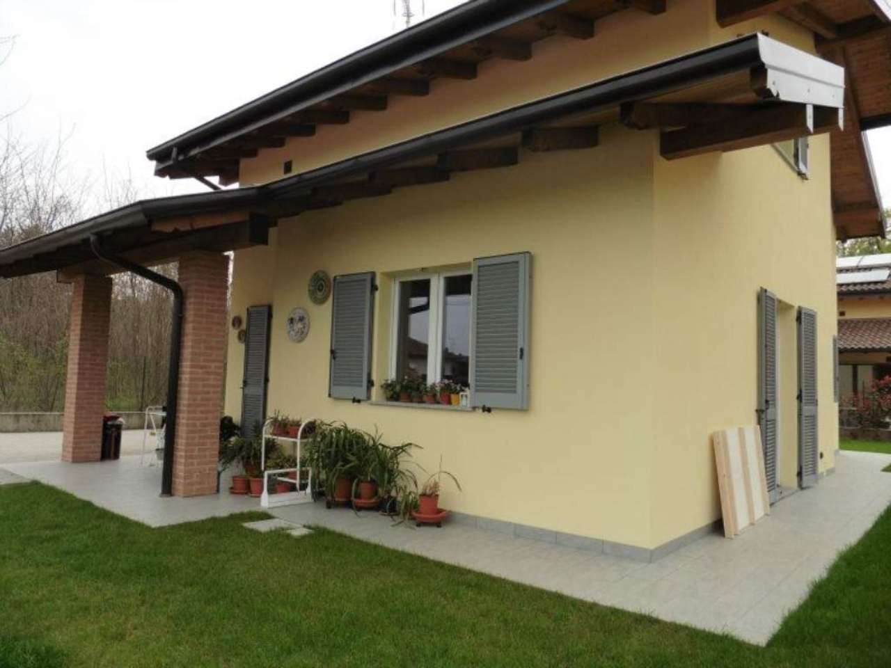 Villa in vendita a Oleggio Castello, 4 locali, prezzo € 275.000   Cambio Casa.it