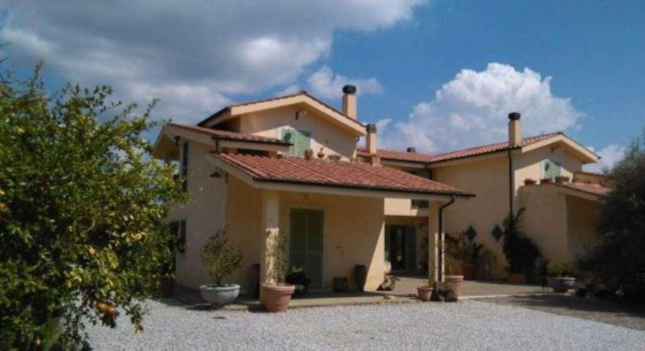 Villa in vendita a Bracciano, 12 locali, Trattative riservate | Cambiocasa.it