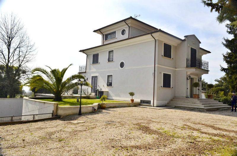 Villa in vendita a Velletri in Via Ariana