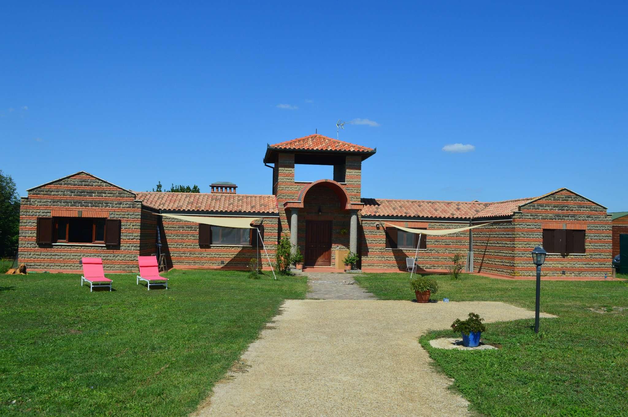 Villa in affitto a Canale Monterano, 7 locali, prezzo € 1.000 | CambioCasa.it