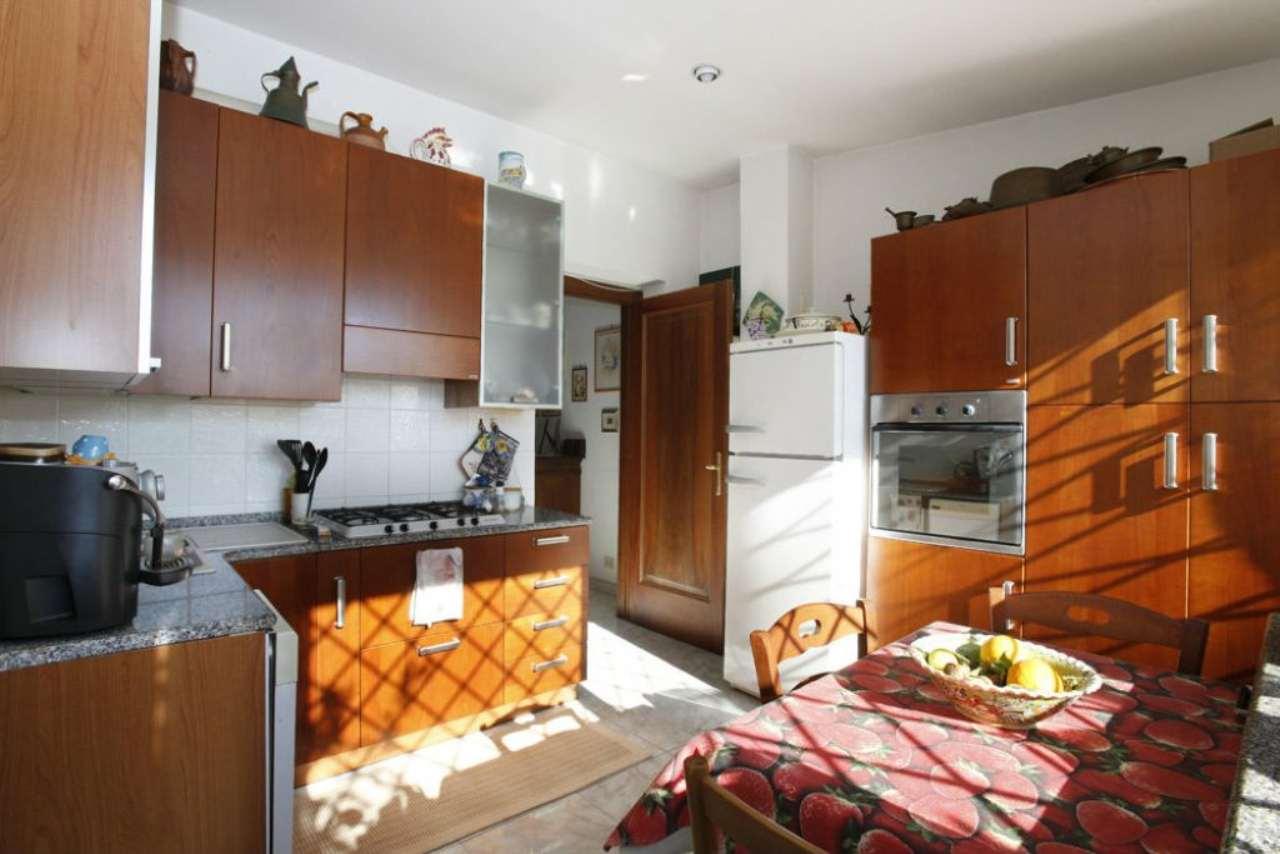 Appartamento in vendita 3 vani 100 mq.  via Sofocle Roma