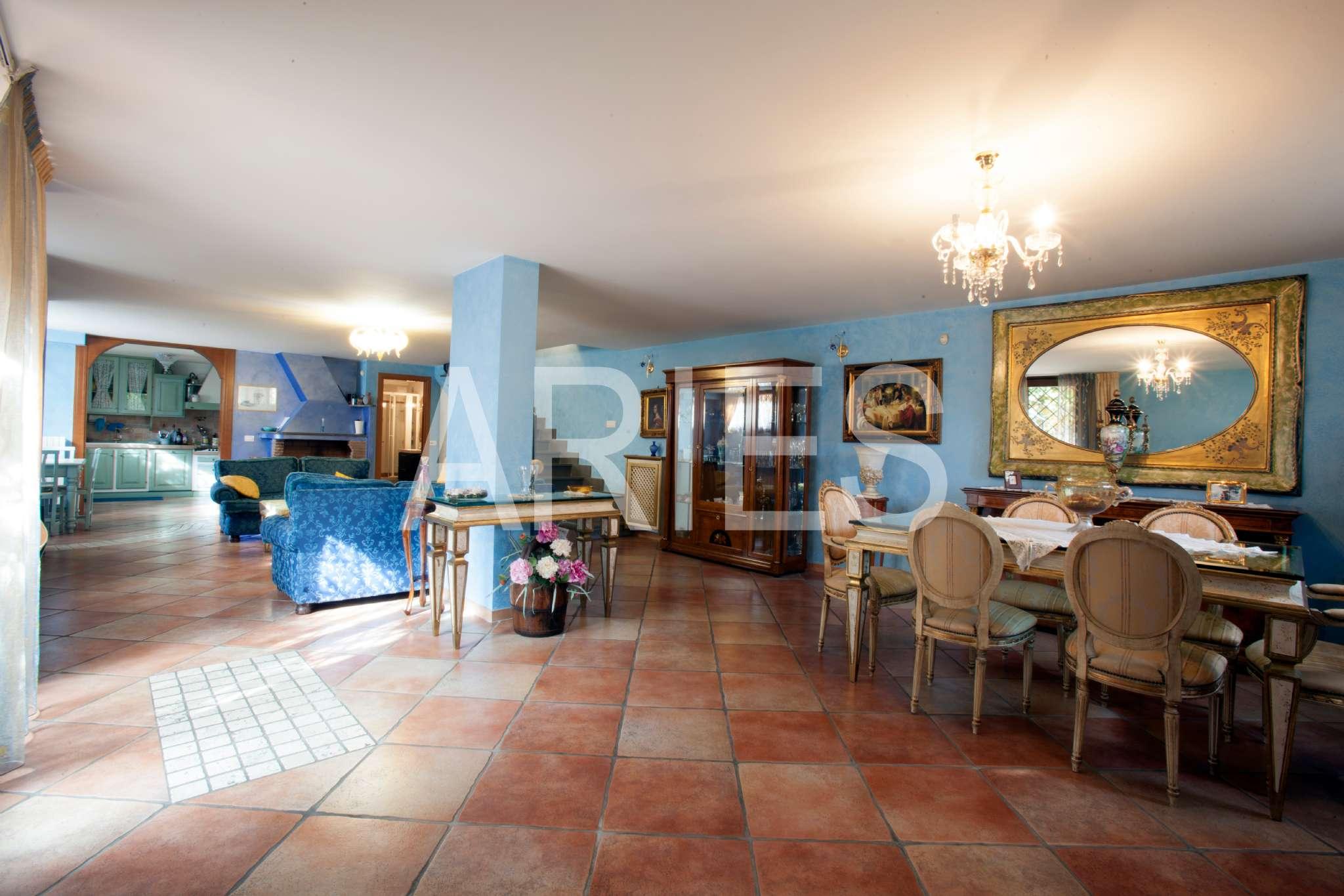 Villa Quadrifamiliare in vendita 4 vani 200 mq.  via Italo Montemezzi Roma