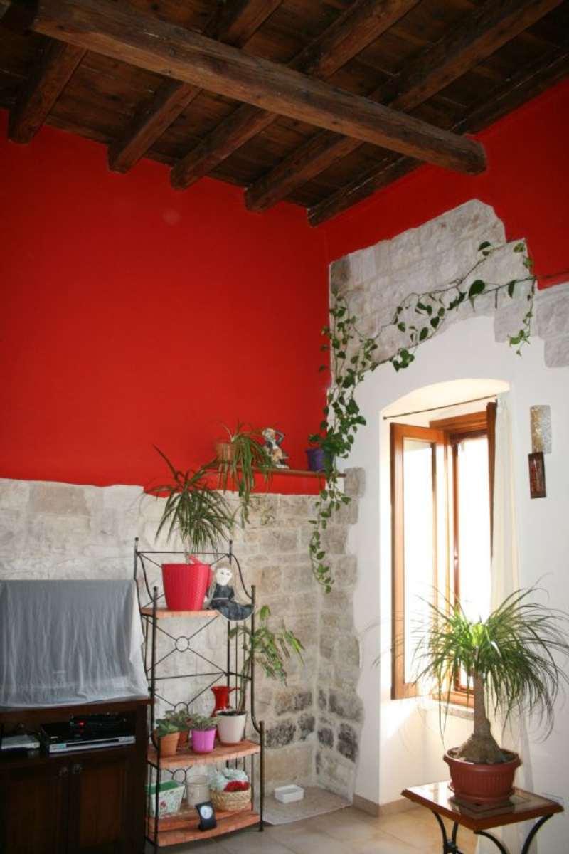 Palazzo / Stabile in vendita a Bisceglie, 9999 locali, prezzo € 200.000 | CambioCasa.it
