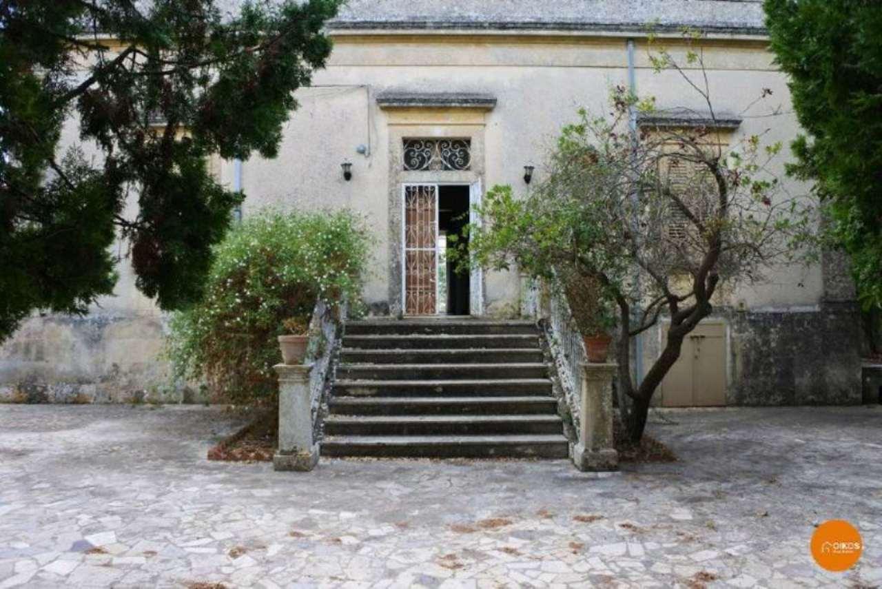 Villa in vendita a Noto, 6 locali, prezzo € 600.000 | Cambio Casa.it