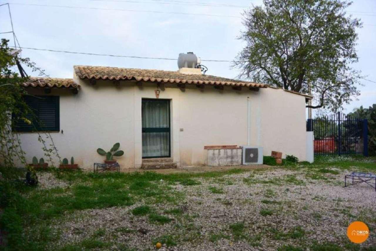 Villa in vendita a Noto, 2 locali, prezzo € 80.000 | Cambio Casa.it