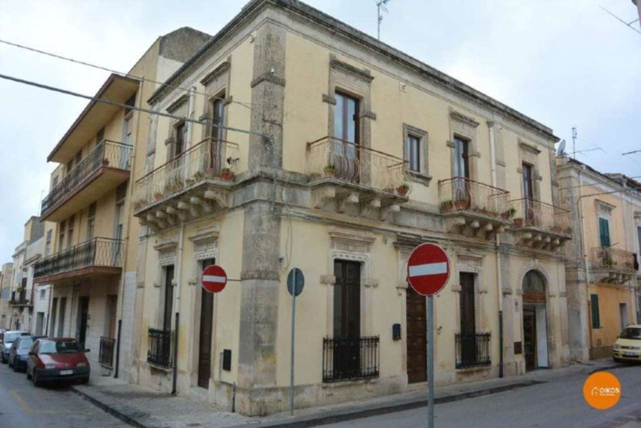 Soluzione Indipendente in vendita a Noto, 9 locali, prezzo € 385.000 | CambioCasa.it