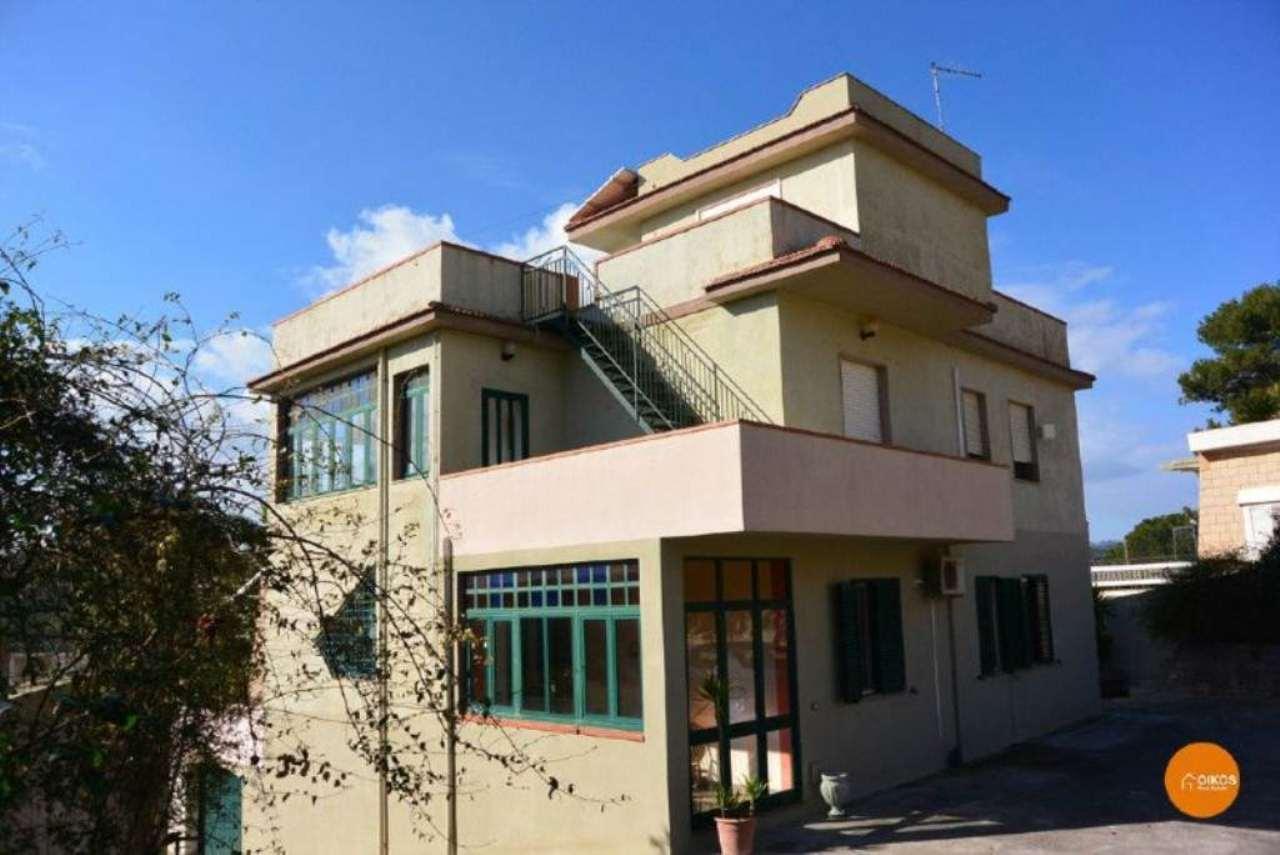 Villa in vendita a Noto, 10 locali, prezzo € 420.000 | Cambio Casa.it